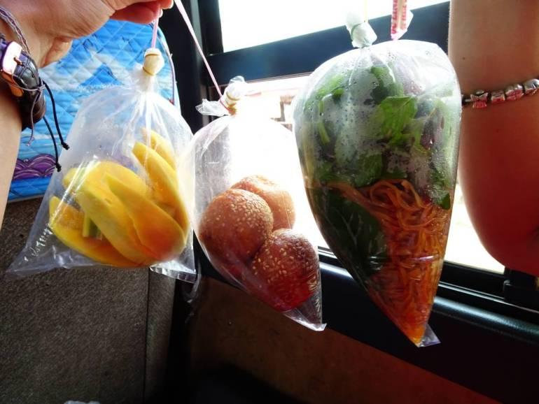 Essen im Bus