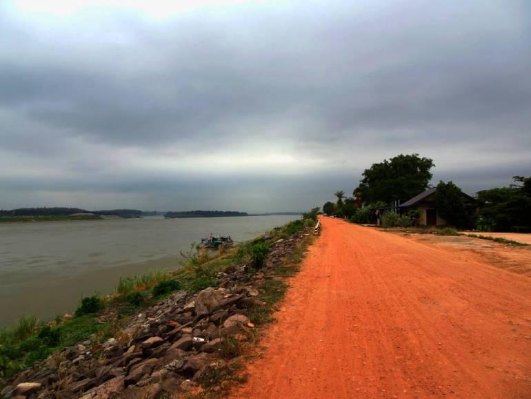 Fahrt am Mekong Vientiane