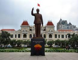 Ho Chi Minh Statue Rathaus Saigon