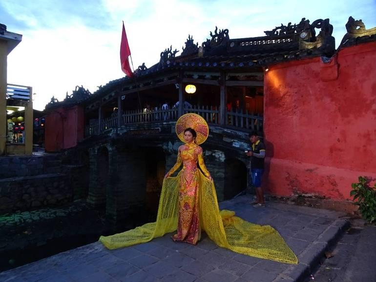 Frau in vietnamesischem Dress