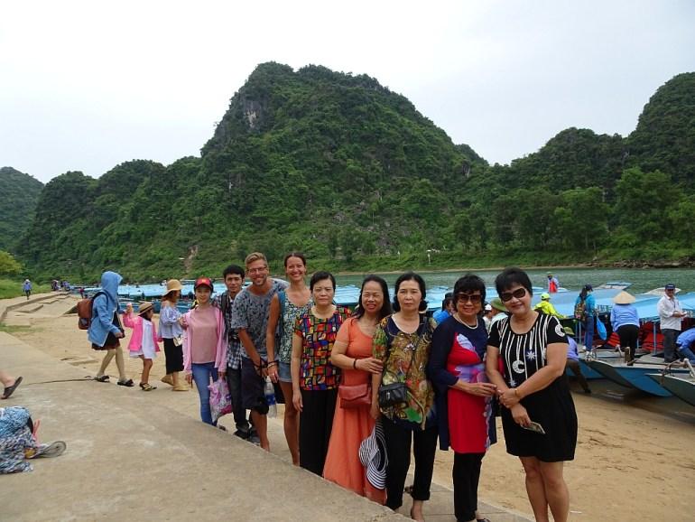 Gruppe der Bootstour zur Phong Nha Höhle