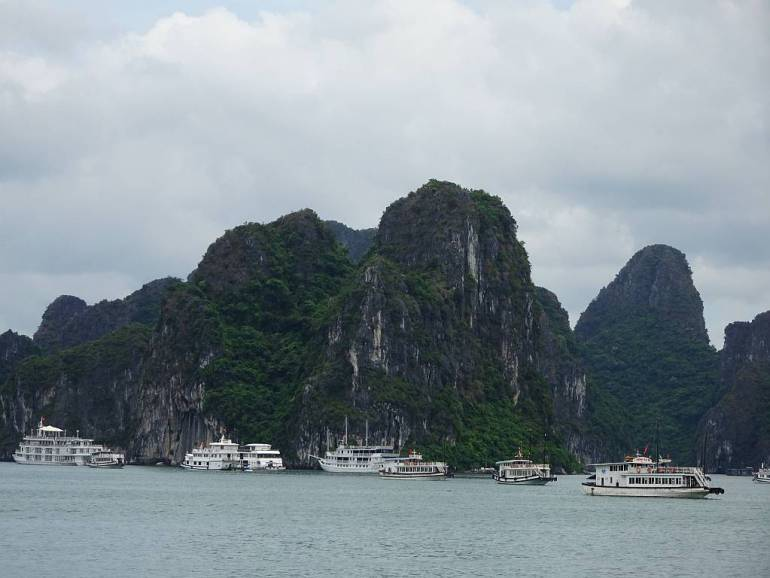 Schiffe in der Halong Bay