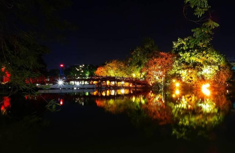 Hoan Kiem Lake bei Nacht 2