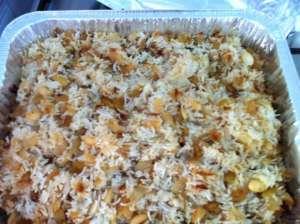 אורז חגיגי עם בצל מטגן וצימוקים