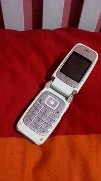 Flip phones! Hurrah.