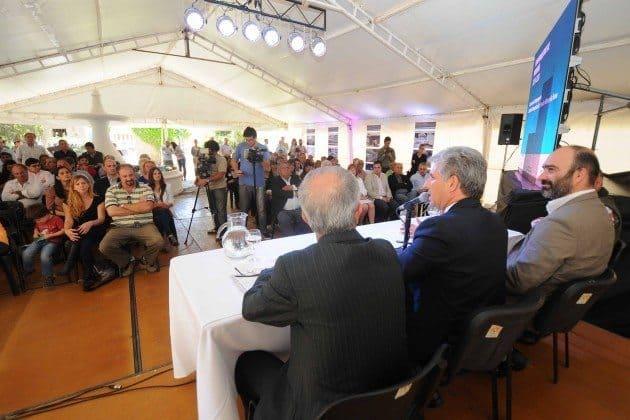 """El gobernador Claudio Poggi, presidió el acto donde se premiaron los mejores trabajos del concurso de anteproyecto Centro de Interpretación """"Parador Minero La Toma""""."""