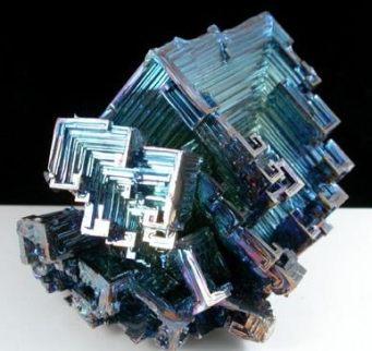 Bismuto Hopper crecido en laboratorio sintético
