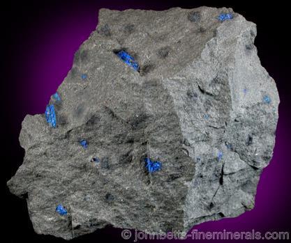 Diminutos cristales Hauyna incrustados