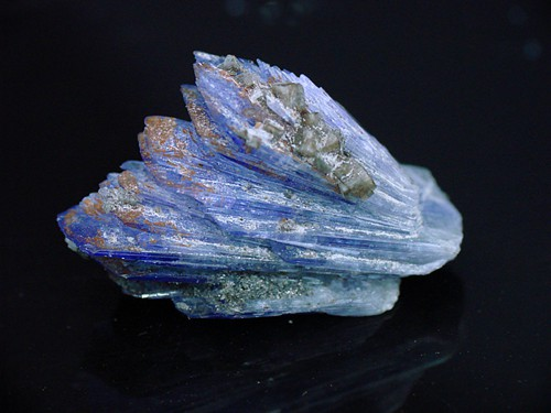 Aerosol de cristal de tanzanita en punta