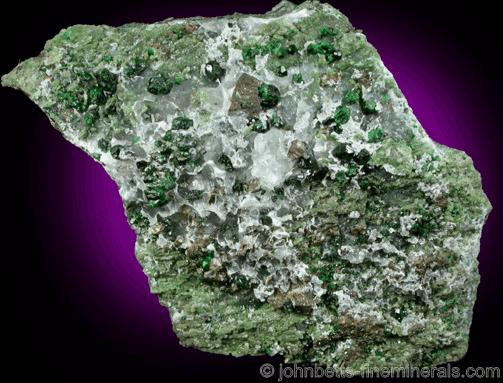 Cristales grandes de Uvarovita en matriz