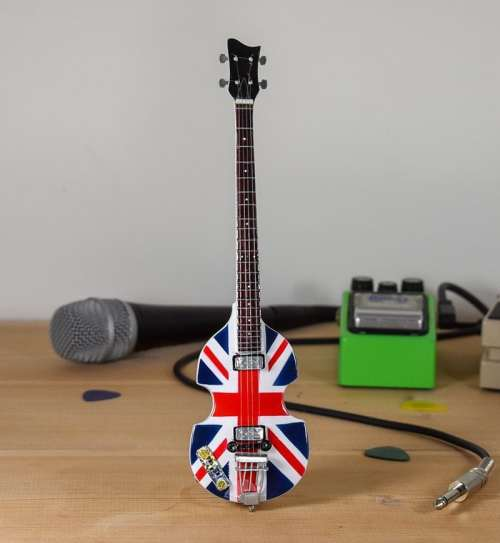 Paul McCartney - Union Jack Hofner Bass