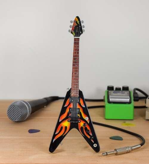 Metallica, James Hetfield - Gibson Flying V Hotrod