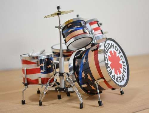 Red Hot Chili Peppers Drum Kit (small)