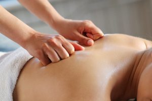 Postnatale mama massage
