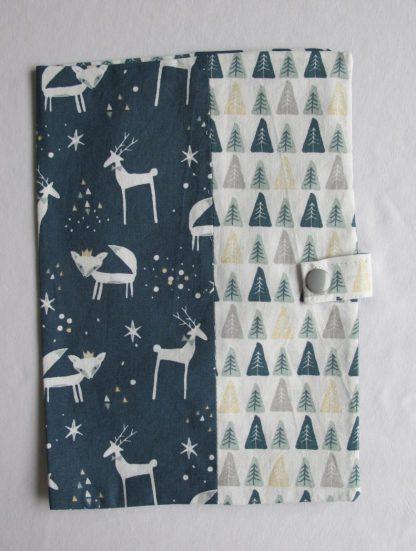 protege-carnet-de-sante-nuit-hiver-renards-rennes-sapins
