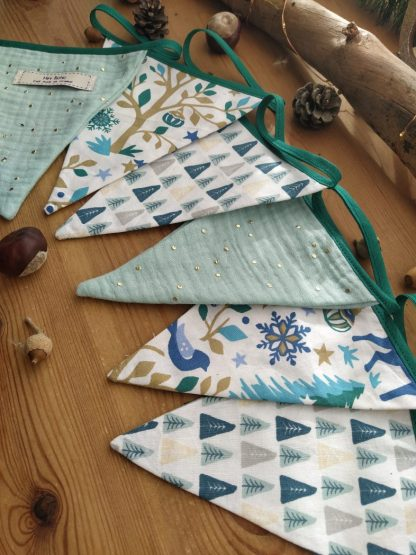 guirlande-6-fanions-motifs-noel-tons-vert-bleus