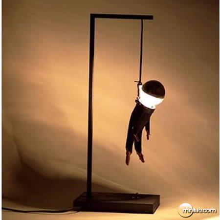 a97062_g040_10-hanged