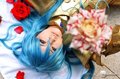 Bloody_Rose_by_sara1789