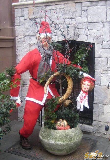1262841415_10-worst-christmas-decorations-ever