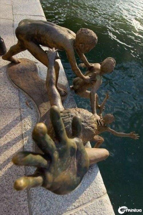 funny-Unexplainable-Statues-10