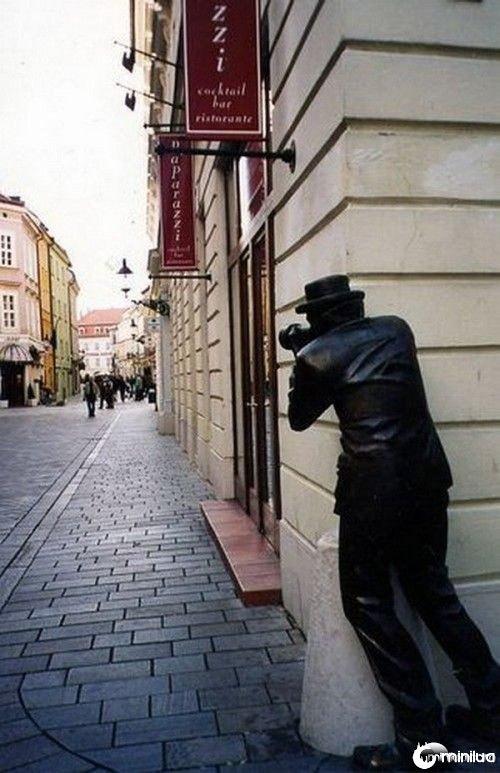 funny-Unexplainable-Statues-13