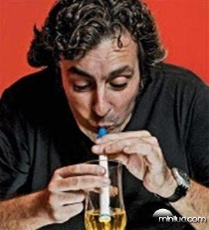 Barsileiro inventa canudo transforma urina em agua potável