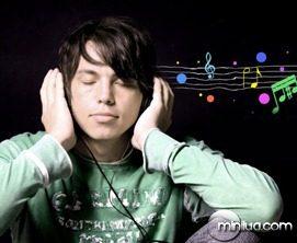 meino-ouvindo-musica