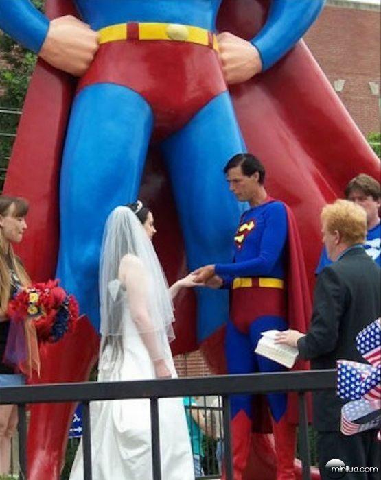 really-strange-weddings25