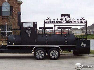 fun_weird_amazing_crazy_offbeat_texas-legend-bbq-grill-gator-pit_20090718115521636