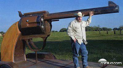 fun_weird_amazing_crazy_offbeat_texas-six-shooter-grill_20090718115521637