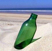 garrafa-vazia-na-praia-e9d50