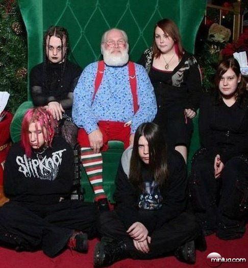 weird_christmas_photos_640_06