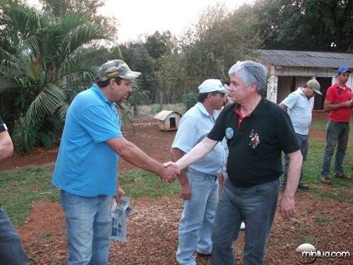 rossoni cumprimentando amigos de espigão alto do iguaçu