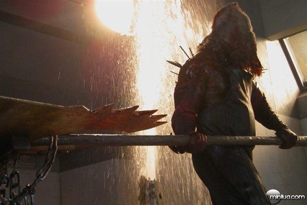 Resident-Evil-Afterlife-Executioner-Majini-Axeman1