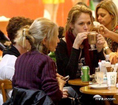 Babi Xavier foi almoçar com a família no shopping Fashion Mall do Rio