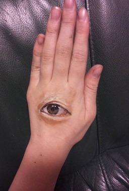 imagens incriveis sem photoshop olho na mao_thumb[2]