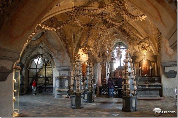 sedlec ossuary entrance_thumb[1]