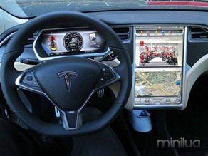 800px-Tesla_Model_S_digital_panels-620x465