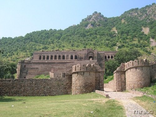 Bhangarh_Fort_Entrance