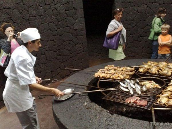 El-Diablo-volcano-restaurant2-550x412