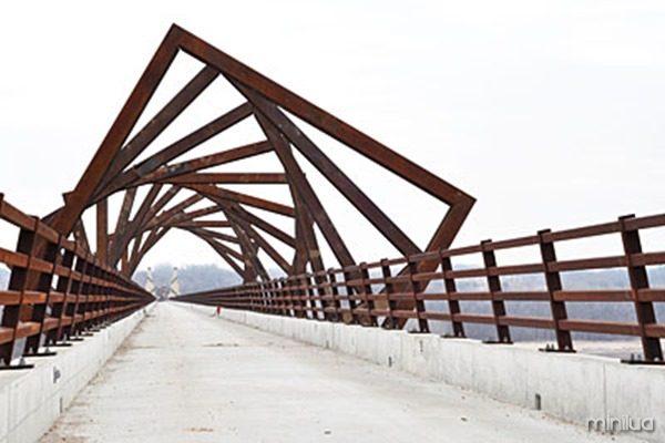 EA20110425-High-Trestle-Trail-Bridge