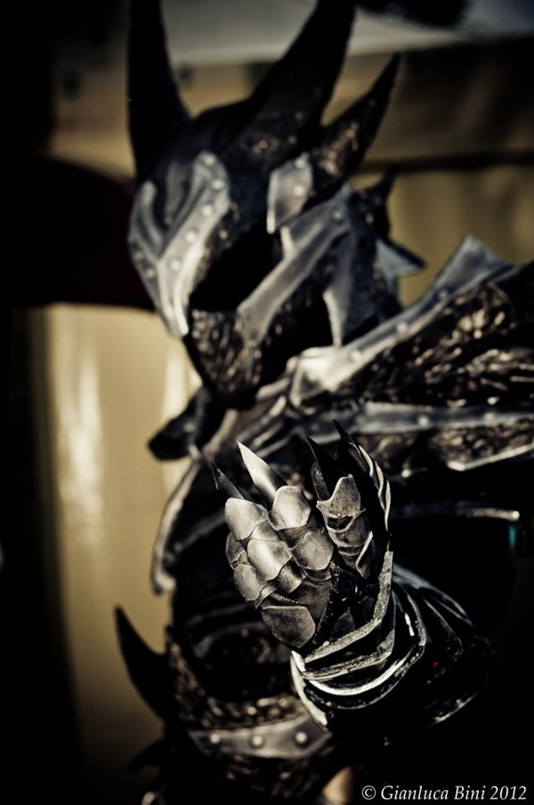 cosplay_dovahkiin_daedric_full_armor_from_skyrim_by_zerios88-d5ro4sm