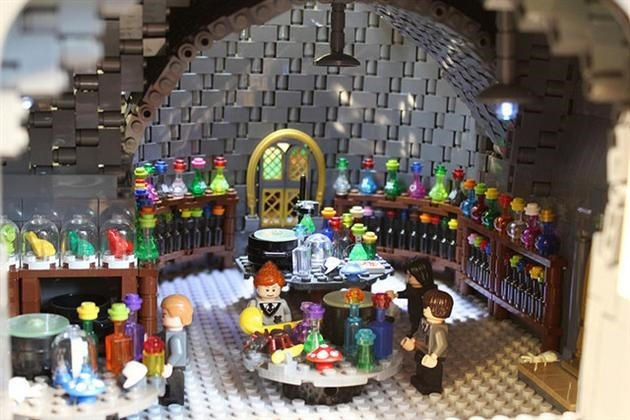 LEGO-Harry-Potter-Hogwarts-School-of-Witchcraft-and-Wizardry-4