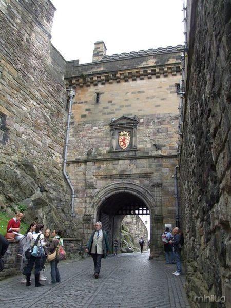 450px-Edinburgh_Castle_Portcullis_Gate
