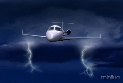 LightningAirplane_041113-617x416