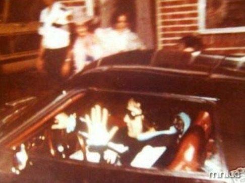 15.-Elvis-PresleyJanuary-8-1935-–-August-16-1977
