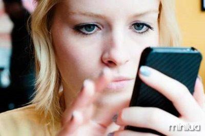 10617.19928-Jovem-usando-celular
