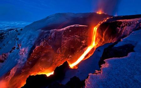 417838_sneg_lava_izberzhenie_magma_temperatura_gory_sklon_1920x1200_(www.GdeFon.ru)