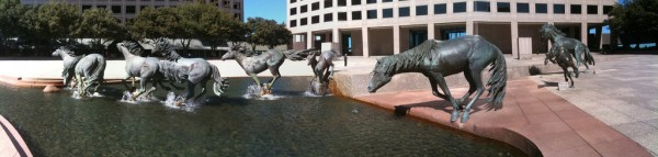 Mustangs_at_Las_Colinas