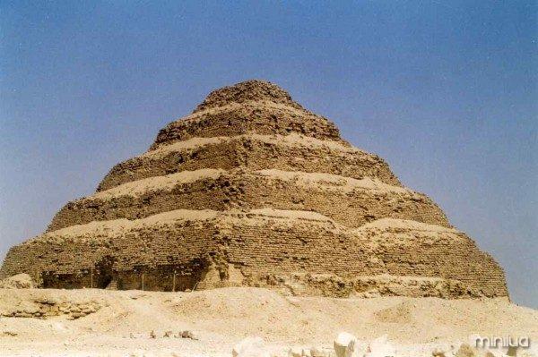 Pyramide_Djoser